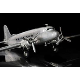 """Metallmodell der DC-3 """"Dakota"""""""